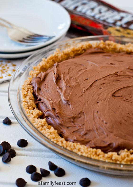 No-Bake Chocolate Cheesecake Pie - a quick and delicious dessert made ...