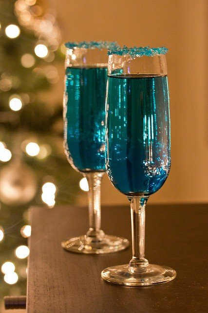 30+ Holiday Cocktails - Blue Sparkling Star Cocktails