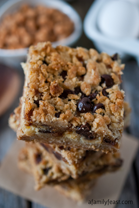 Chocolate Chip Caramel Crumble Bars - A delicious oatmeal cookie crust, cream cheese filling with chocolate chips and caramel bits, and a light cookie crumble topping. These are fantastic!