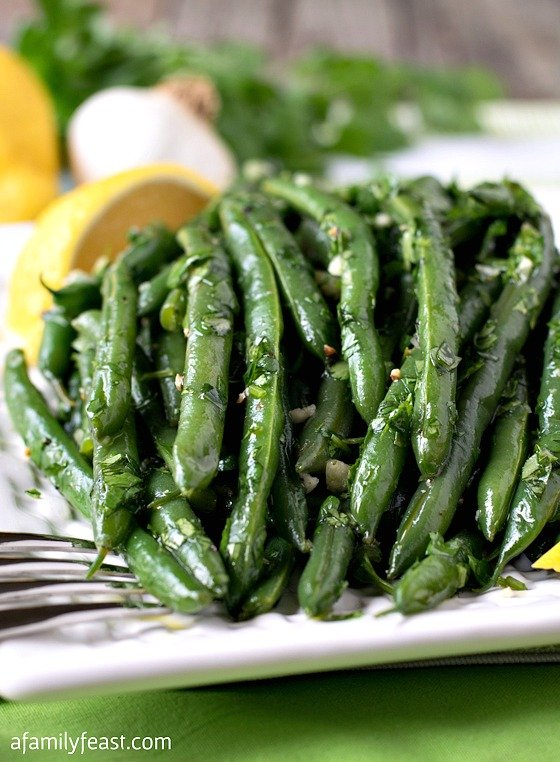 Marinated Green Beans with Cilantro and Garlic - A fantastic and flavorful way to serve fresh green beans!