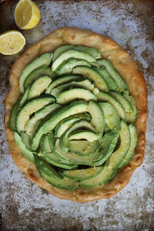 Avocado Pizza – 20-plus Awesome Avocado Recipes