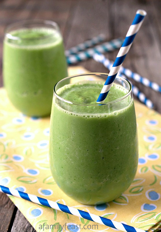 A healthy and refreshing Honeydew Melon Smoothie recipe - with melon, spinach, low-fat milk and Greek yogurt. So refreshing!