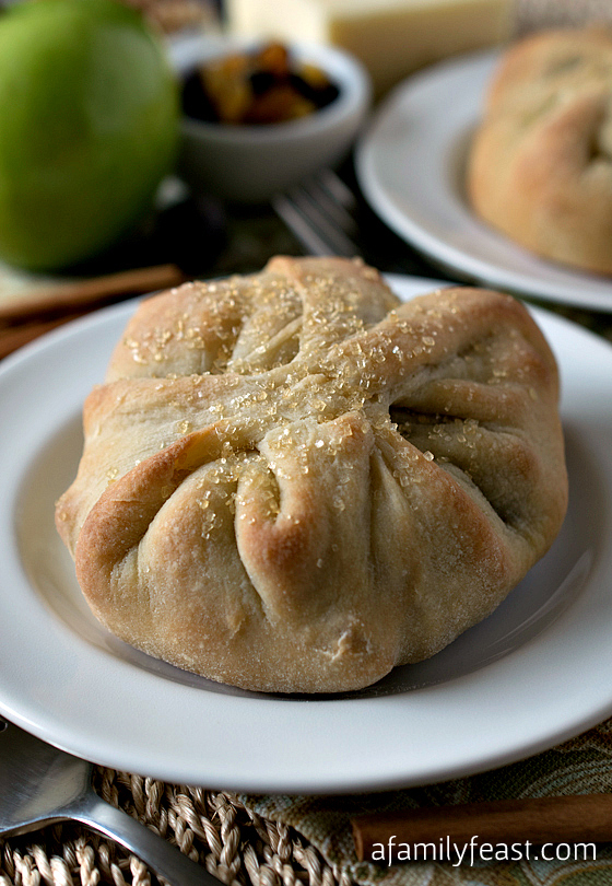 Baked Apple and Cheddar Purses - This simple recipe is so delicious!