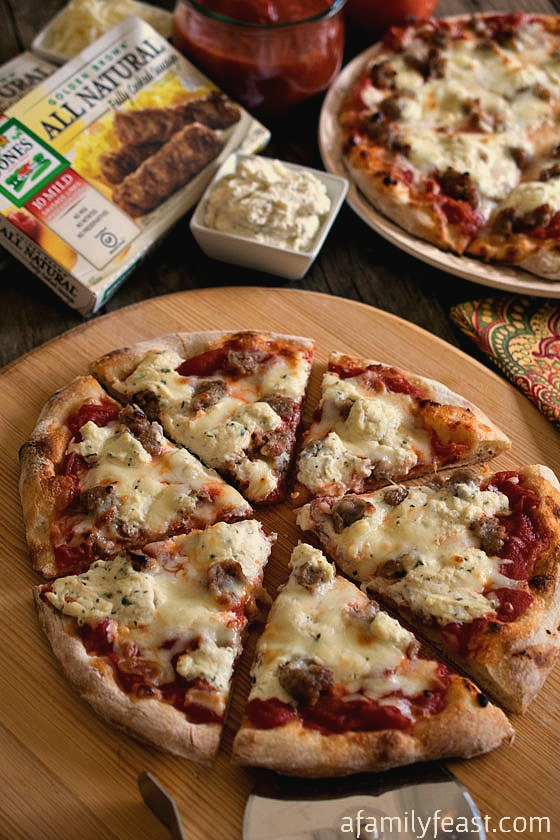 Sausage and Ricotta Pizza - This pizza is so simple and so addictively good! Inspired by the Sporkie Pizza at Bertucci's.