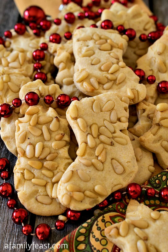 Christmas Cornmeal Cookies - Sweet and crispy cookies with a wonderful light texture from the addition of cornmeal in the batter!