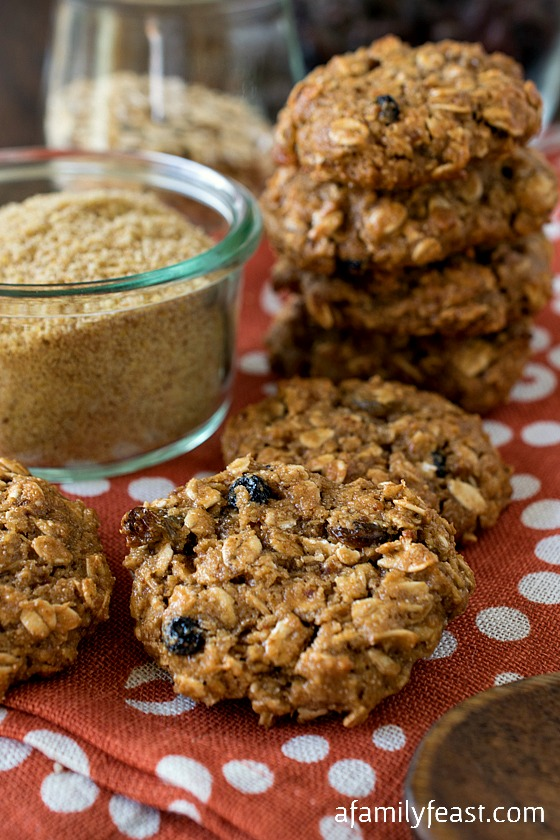 Healthy Golden Flax Breakfast Cookies - Easy to make and full of healthy ingredients, these cookies are perfect for breakfast on the go or for a clean, sweet treat any time of the day!