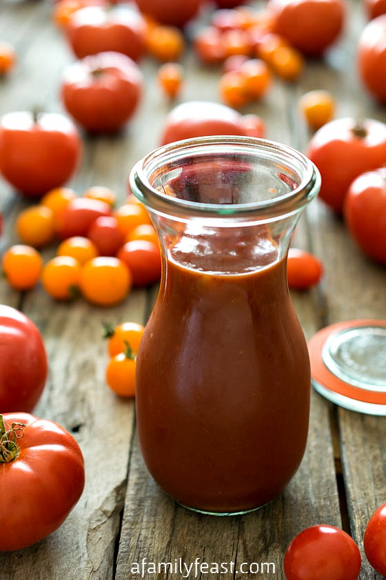 Homemade Ketchup - It's so quick and easy to make homemade ketchup! And the taste is so much better than any bottled variety!