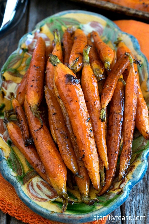 Tuscan-Style Roasted Carrots - Simple and flavorful, these roasted carrots are addictively delicious!