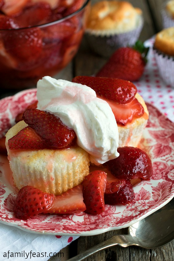 strawberry shortcake with angel food cake strawberry shortcake with mini food cakes a family 7774