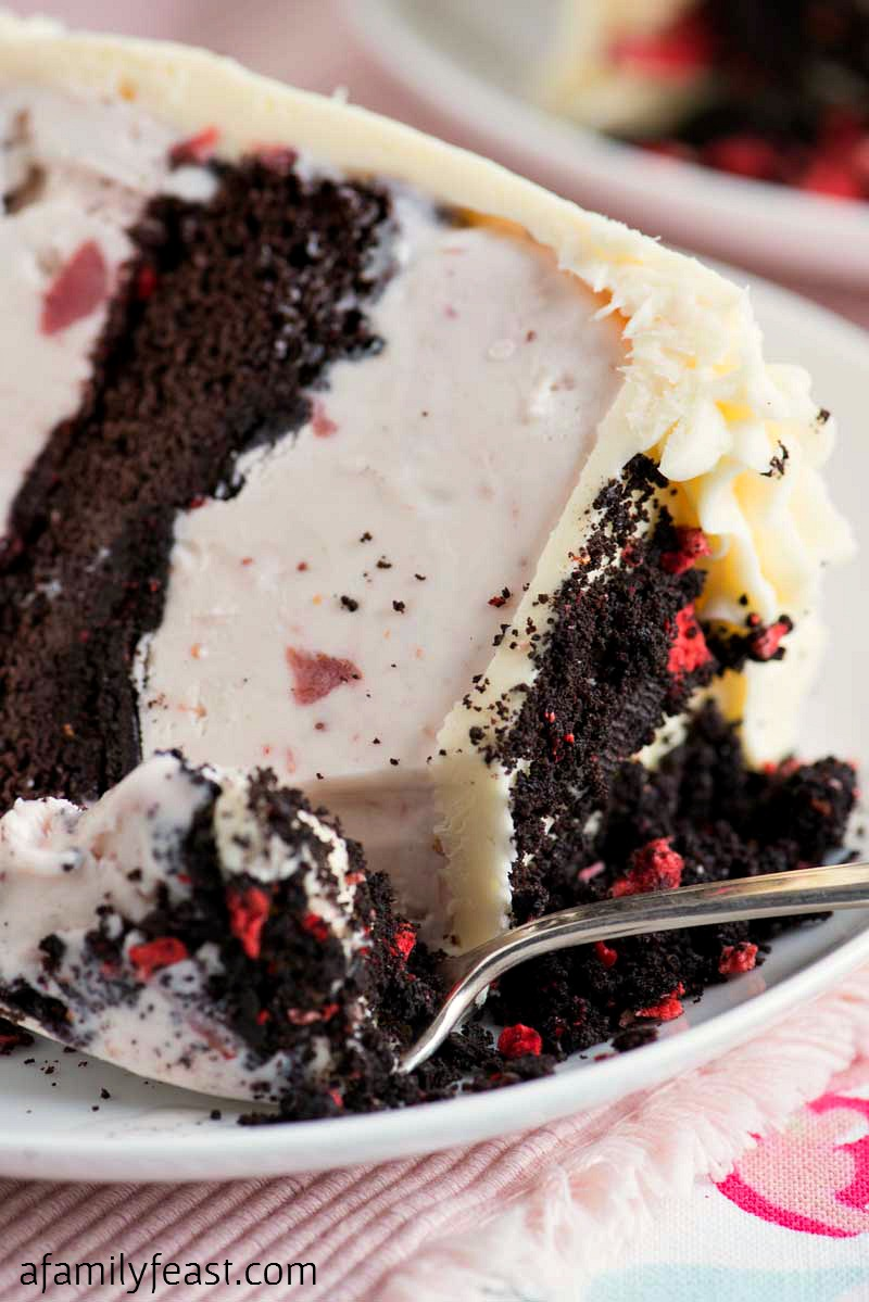 Cake Ice Cream Delivery : Chocolate Crunch Strawberry Ice Cream Cake - A Family Feast