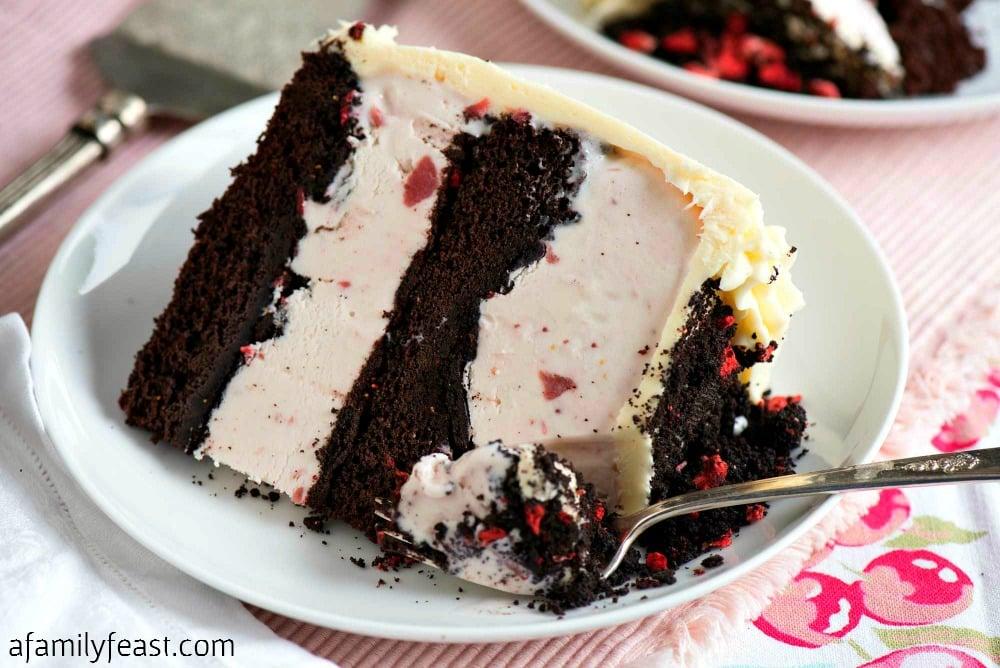 Chocolate Crunch Strawberry Ice Cream Cake - Easy to make cake perfect ...