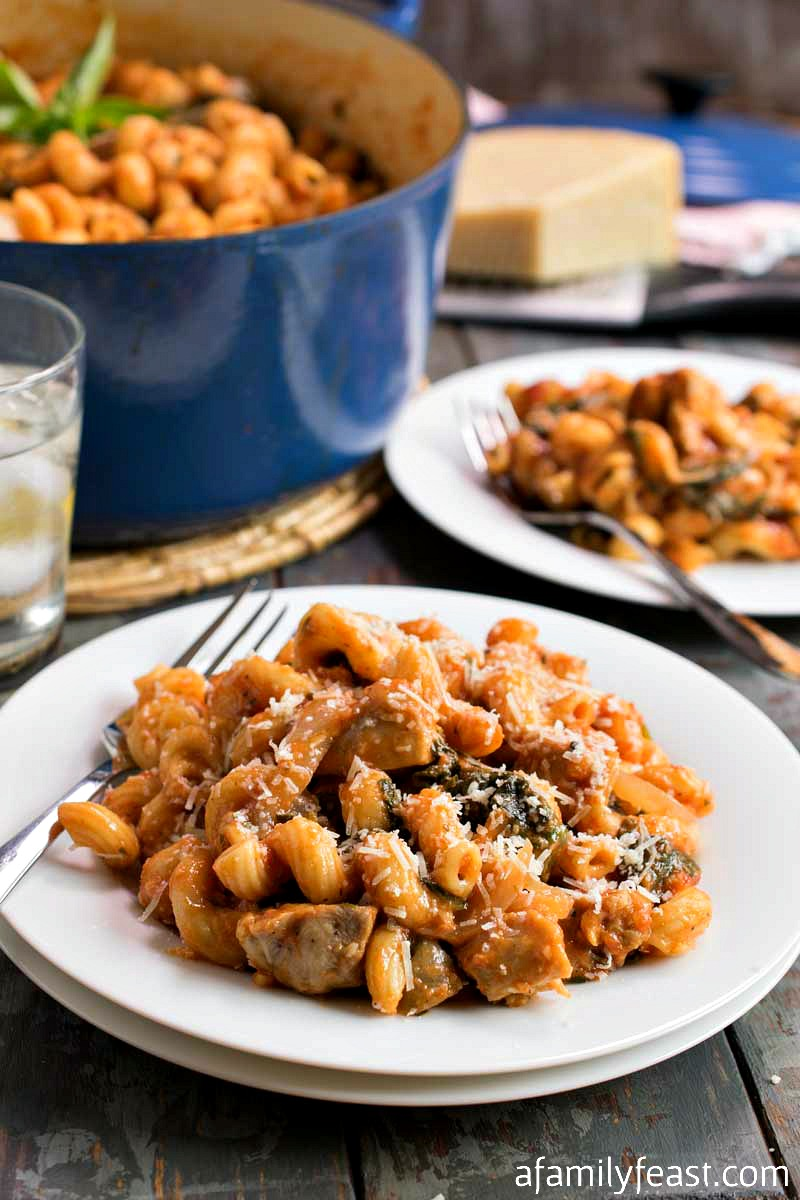 One Pot Pasta and Chicken with Spinach - This hearty pasta dish cooks up in just one pot. Easy to make, easy to clean up!